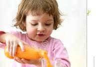 child_drinking juice