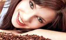 Kofeynyiy-piling-dlya-suhoy-i-chuvstvitelnoy-kozhi-litsa